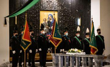 Górnicy podczas Mszy św. w rocznicę strajku na kopalni KWK
