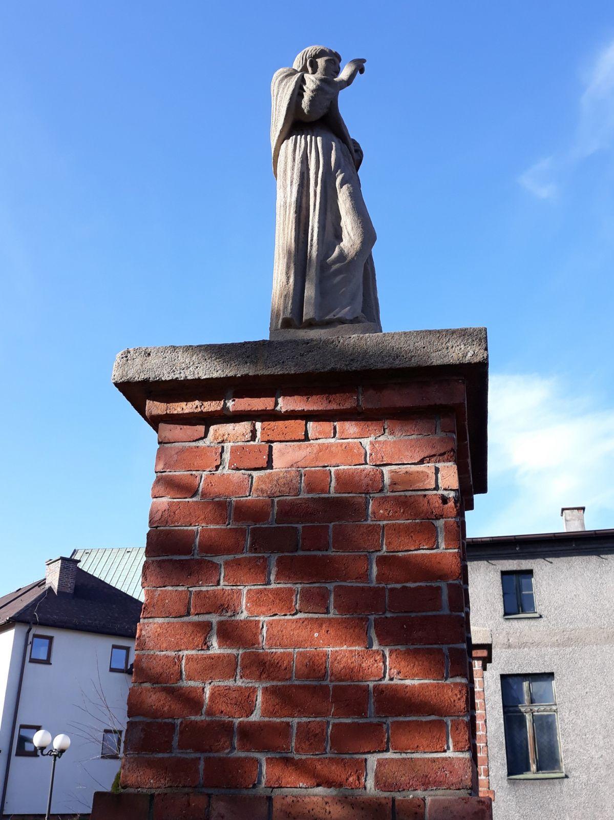 Figura św. Antoniego Padewskiego przy kościele św. Anny w Lędzinach