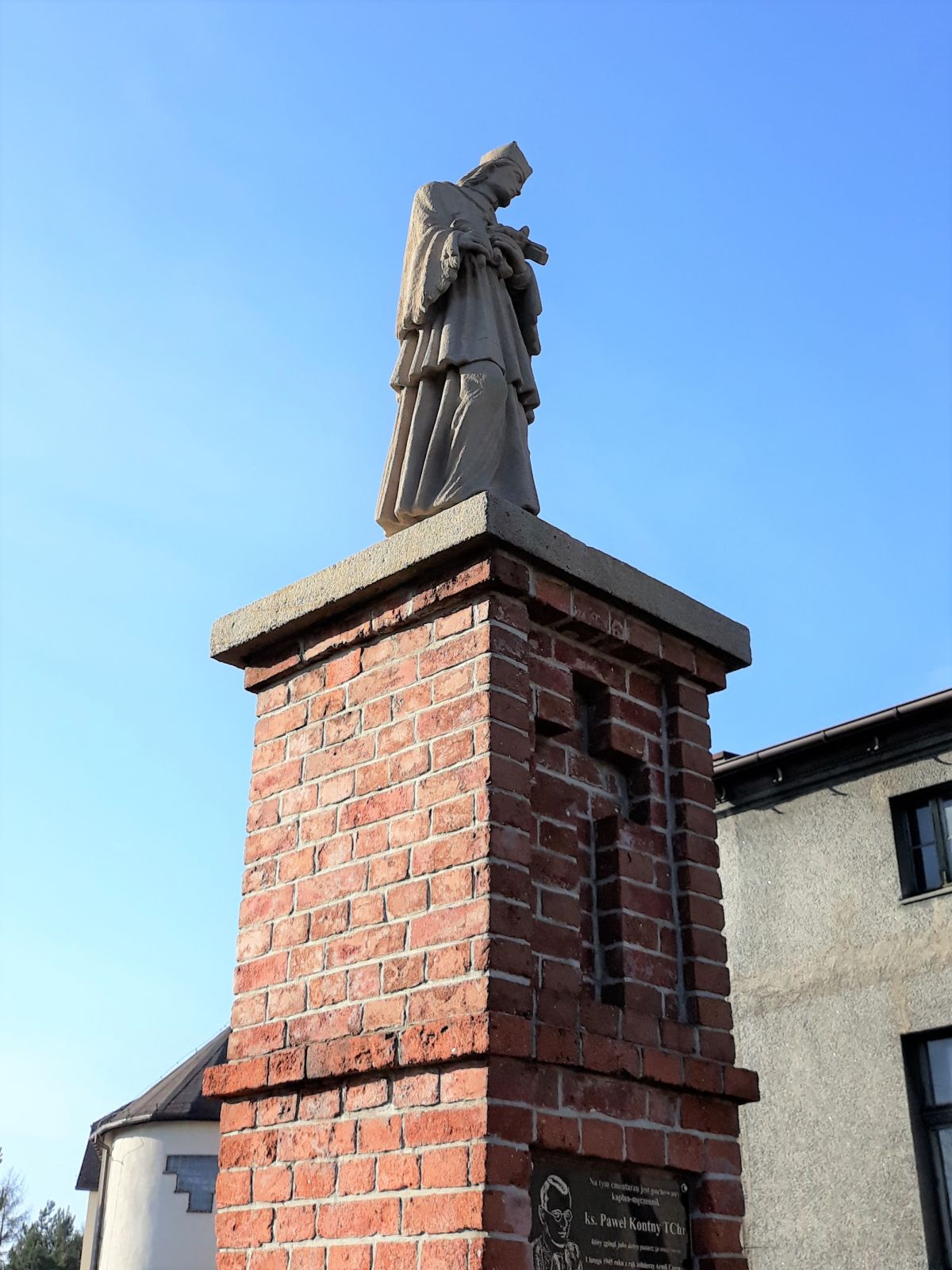 Figura św. Jana Nepomucena przy kościele ś. Anny w Lędzinach