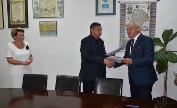 Podpisanie umowy na budowę ciągu pieszo-rowerowego wzdłuż ul. Satelickiej w Imielinie