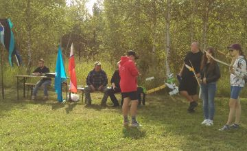 Uczestnicy w trakcie przygotowania do zawodów
